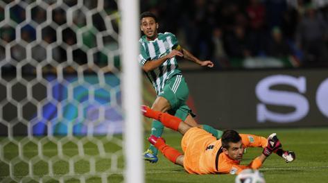 Il gol del vantaggio di Moutouali. Reuters