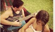 Se Messi prende la chitarra  ... - L'argentino festeggia l'inizio del nuovo anno suonando la chitarra in compagnia della fidanzata Antonella Roccuzzo