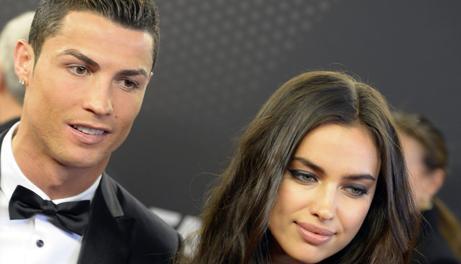 Ronaldo, vincitore del Pallone d'oro 2013, con Irina. LaPresse