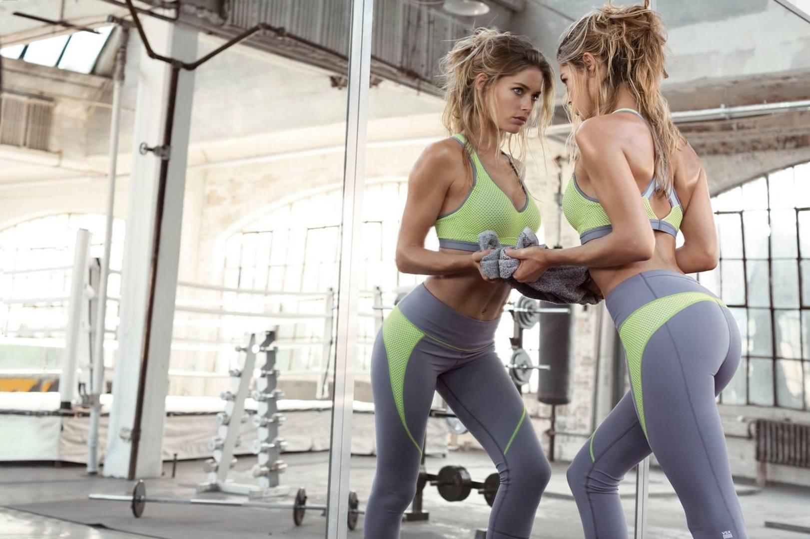 Смотреть фото девушек в спортивном костюме 23 фотография