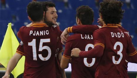 Destro festeggiato dopo il gol dell'1-0. Reuters