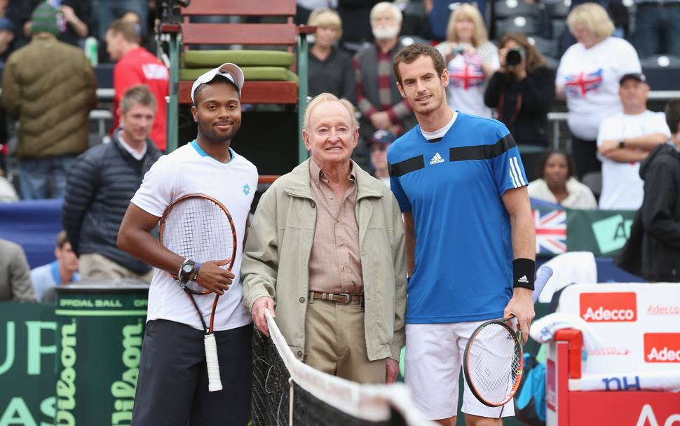 Andy Murray e Donald Young posano con la leggenda Rod Laver. Afp