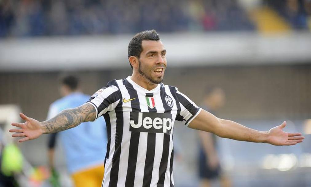 Carlitos Tevez, due gol in 20 minuti al Bentegodi... Reuters