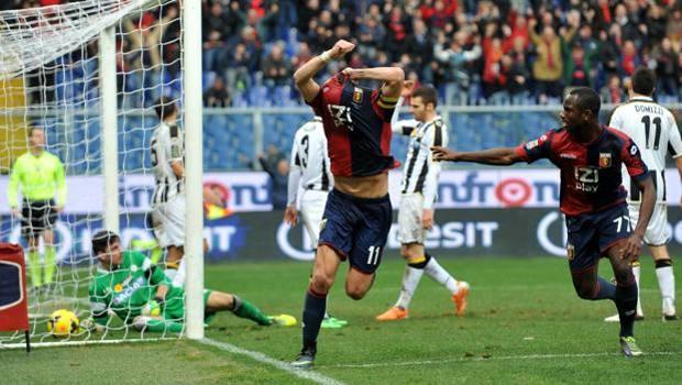 Alberto Gilardino esulta: ha appena segnato il gol del 3-3. LaPresse