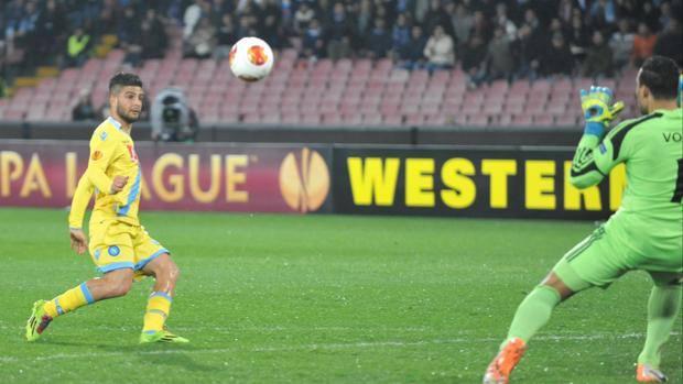 Lorenzo Insigne realizza la rete dell'1-0. Ansa