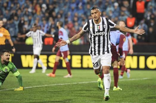Vidal a braccia larghe dopo il gol dell'1-0. Lapresse