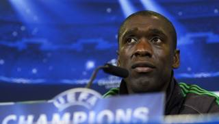 Clarence Seedorf in conferenza stampa a Madrid. Afp