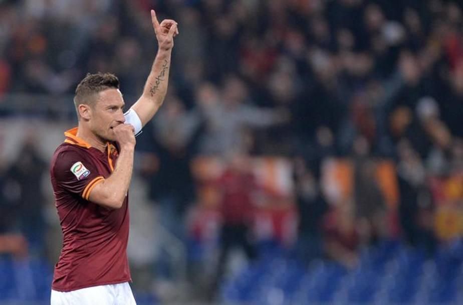 Roma udinese 3 2 gol di totti destro pinzi torosidis e for Esterno destro fifa 17