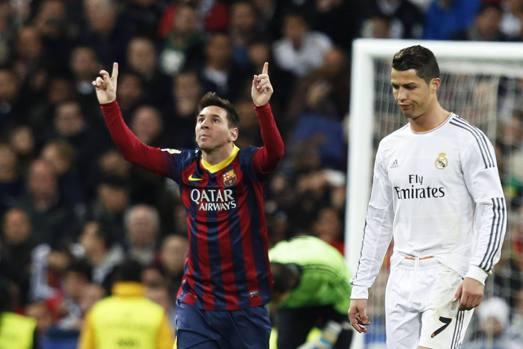 Leo Messi esulta, Cristiano Ronaldo fa una smorfia di disapprovazione: è l'immagine di Real Madrid-Barcellona 3-4. Epa