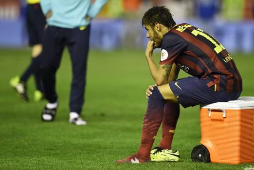 La delusione di Neymar a fine gara. Nel recupero il brasiliano aveva anche centrato il palo del possibile 2-2. Afp