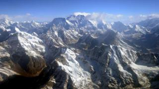 Una veduta panoramica dell'Everest. Afp