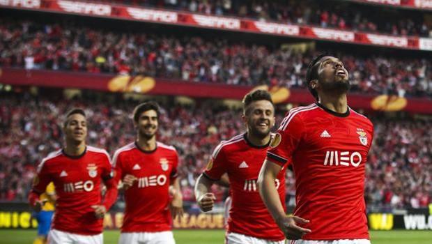 Esultanza portoghese dopo l'1-0. Epa