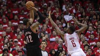 LaMarcus Aldridge implacabile: Rockets nei guai. Reuters