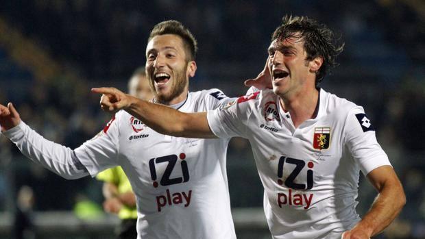 La gioia di Paolo De Ceglie e del compagno di squadra Bertolacci. Ap