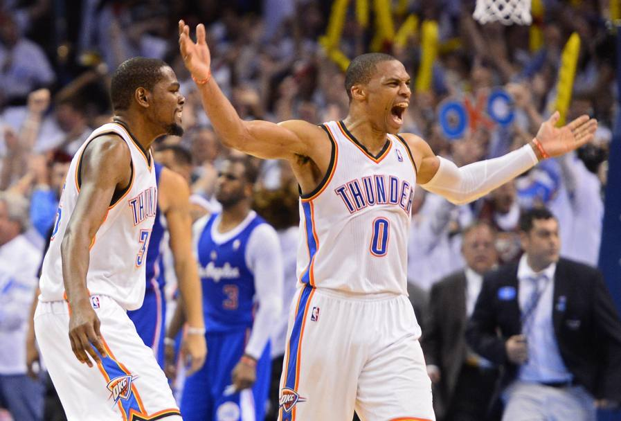 Kevin Durant a sinistra con Russell Westbrook (Ansa)