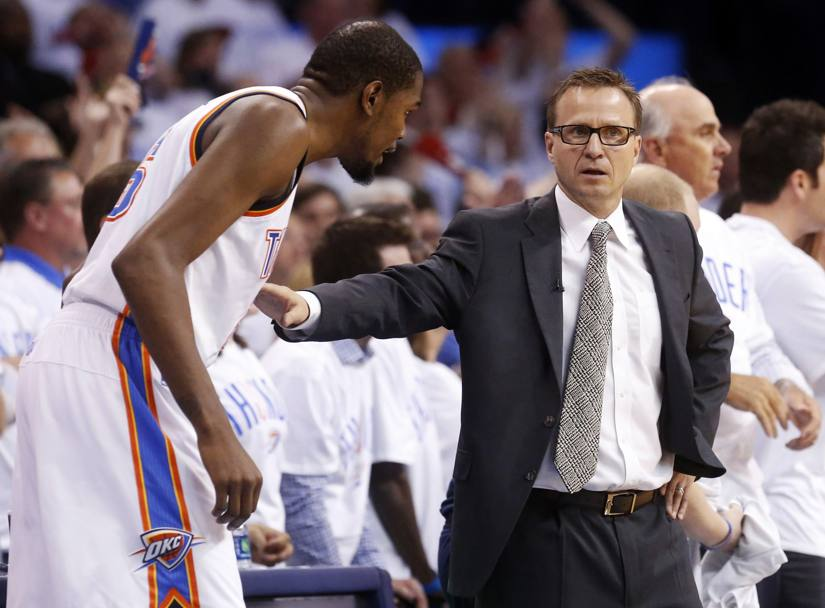 Scott Brooks con Kevin Durant (Ap)