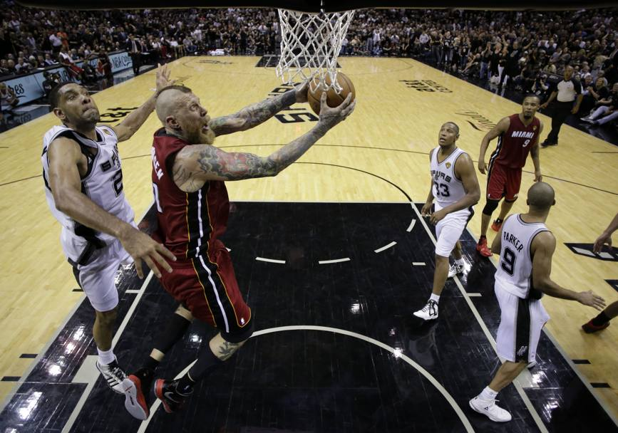 Chris Andersen e Tim Duncan. Reuters