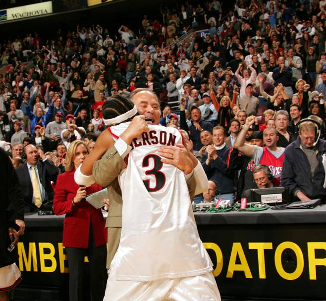 Iverson e coach O'Brien nel 2004 (Nba/Getty Images)