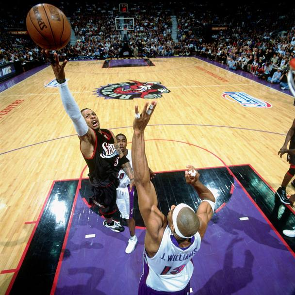 Contro i Toronto Raptors, 2001 (Nba/Getty Images)