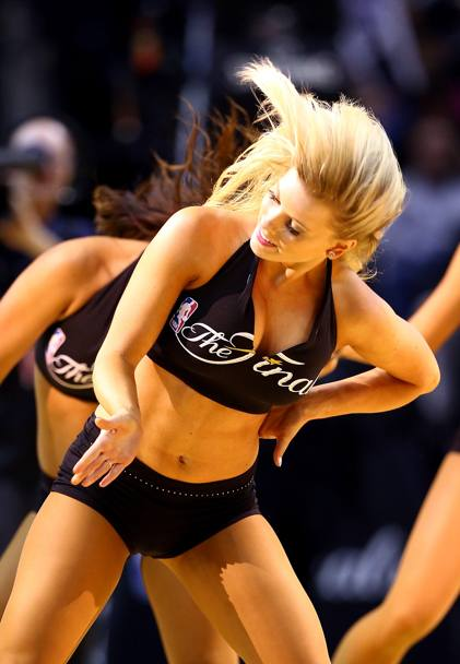 cheerleader performs al AT&T Center di San Antonio (Afp)
