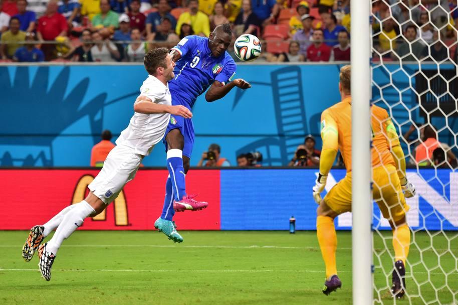Al 5' della ripresa l'Italia torna in vantaggio con un colpo di testa di Balotelli. Afp