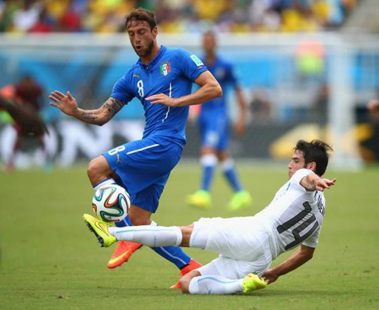 Lodeiro cerca di frenare la corsa di Marchisio. Getty Images