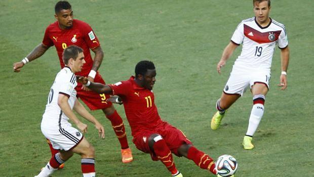 Sulley Muntari (a destra) e Boateng nel match contro la Germania. Reuters