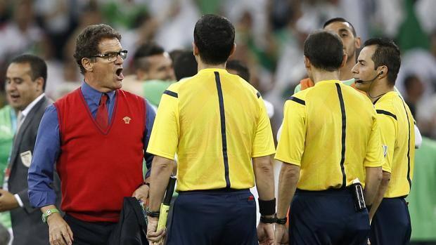 Fabio Capello accusa l'arbitro Cakir a fine gara. Afp