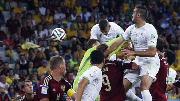 Akinfeev esce a vuoto, Slimani ne approfitta: la Russia è fuori. LaPresse