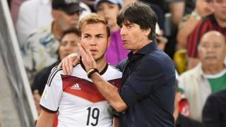 Il momento decisivo: L�w fa entrare G�tze al 43' della ripresa di Germania-Argentina. Ansa