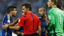 Rizzoli ascolta le proteste argentine dopo lo scontro Neuer-Higuain. Action