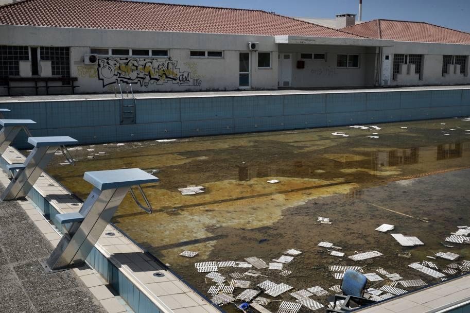 Olimpiadi atene disastro impianti in rovina la gazzetta dello sport - Piscina olimpiadi ...