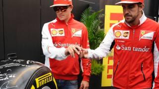 Kimi Raikkonen e Fernando Alonso firmano lo pneumatico benefico