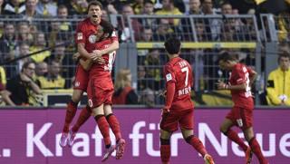 Il Bayer festeggia il gol-lampo dopo 9