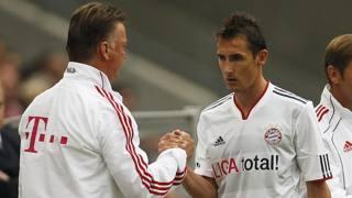 Miroslav Klose e Louis van Gaal ai tempi del Bayern. Reuters