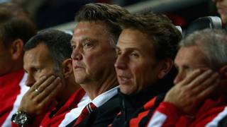 Louis van Gaal e il suo staff allibiti in panchina. Getty Images