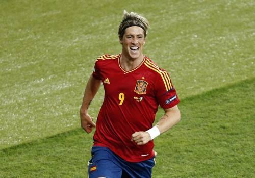 Fernando Torres è un nuovo attaccante del Milan: i rossoneri hanno raggiunto l'accordo con il Chelsea per un prestito biennale. Ripercorriamo la carriera del Niño, dall'esplosione a Madrid, all'apoteosi al Liverpool fino alle tante difficoltà (lenite dai trionfi europei) incontrate al Chelsea (Epa)