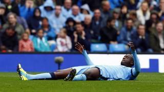 Yaya Toure a terra nella sconfitta interna del City contro lo Stoke. Reuters