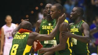 I giocatori del Senegal festeggiano la vittoria contro la Croazia. Afp