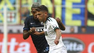 Domenico Berardi e Juan Jesus a contatto durante Inter-Sassuolo. Getty