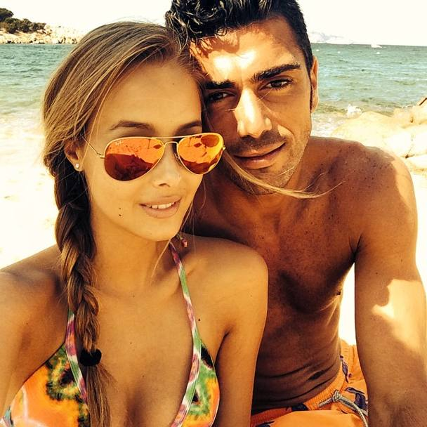 Graziano e Viky in vacanza a Porto Cervo. 29 anni, leccese, Graziano gioca in Premier nel Southampton. È stato anche in Olanda, nell'Az Alkmaar e nel Feyenoord (http://iconosquare.com/vikyvarga).
