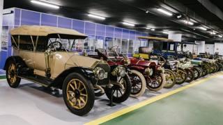 Una delle sale del Museo dell'auto di Torino