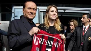 Silvio Berlusconi, presidente del Milan, con la figlia Barbara. Ansa