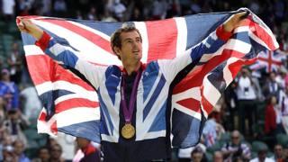 Andy Murray festeggia l'oro olimpico per la Gran Bretagna a Londra 2012. Ap