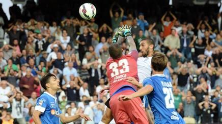 Il colpo di testa di Guido Marilungo, 25 anni, che sblocca il punteggio del Manuzzi. LaPresse