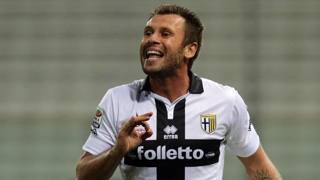 Antonio Cassano, 32 anni, era in dubbio per la trasferta contro il Chievo. Per fortuna di Donadoni ha recuperato in tempo ed � stato convocato. Ansa