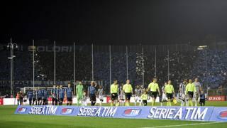 La coreografia dei tifosi atalantina prima del match con la Juventus. LaPresse