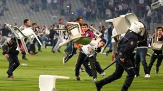 Gli scontri durante il derby Besiktas-Galatasaray del 22 settembre 2013. Epa