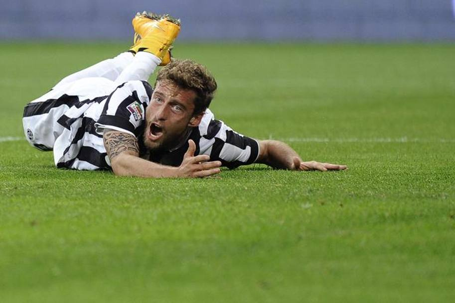 Marchisio all'11' chiede un rigore per un intervento in area di Holebas. Action