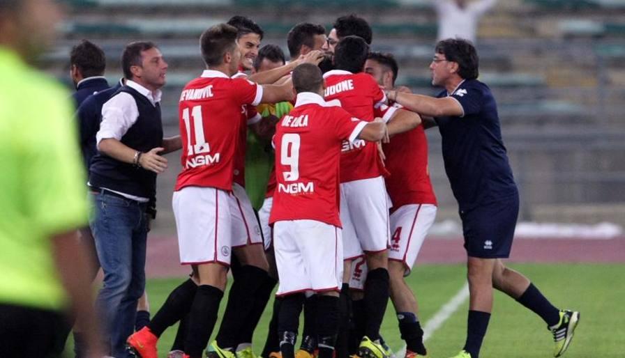 Ultime Notizie: Bari sogna, 4-2 all'Avellino Aggancio Mangia: ora è 4°